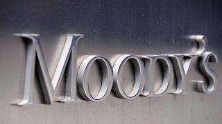 """Moody's taglia l'outlook dell'Italia  Da """"stabile"""" passa a """"negativo"""""""