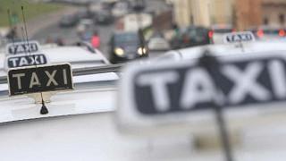 Protesta dei taxi in aeroporti auto ferme dalle 8 alle 14