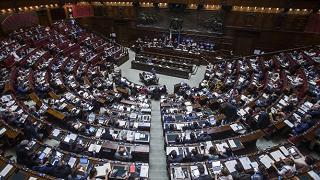 Camera: via libera Commissione a nuovi voucher, Mdp dice no