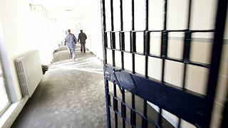 Si calano con le lenzuola: tre detenuti evadono da Rebibbia