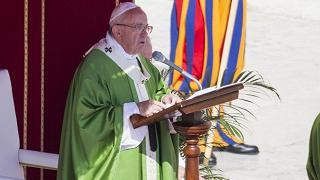 Bergoglio: siamo tutti ammalati di mondanità