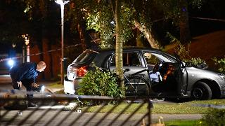 Colpi d'arma da fuoco e auto in fiamme: notte di paura a Malmo