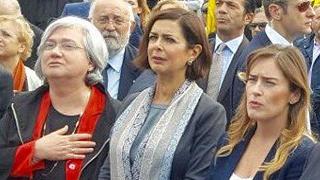 Abusi su tredicenne, al corteo Boldrini, Boschi, Bindi e Oliverio