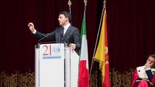 """Migranti, Renzi in Sicilia: """"Burocrati  aprono bocca ma non le porte"""""""