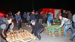 """Vincono le barricate anti-immigrati Il prefetto cede: """"Gorino esclusa"""""""