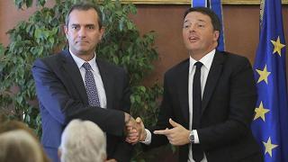 Patto per Napoli:  Renzi firma,  ed è disgelo con De Magistris