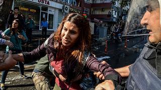 Manifestazioni nel Kurdistan per l'arresto dei co-sindaci di Diyarbakir