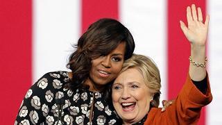 Hillary e Michelle: alle urne in gioco la dignità delle donne