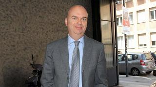 Closing vicino, Fassone in Cina