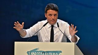 "Referendum. Renzi scrive agli italiani all'estero: ""Ci date una mano? Basta un sì"". Ed è polemica"