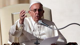 """Il Papa: """"In Europa mancano leader Stato laico è una cosa buona"""""""