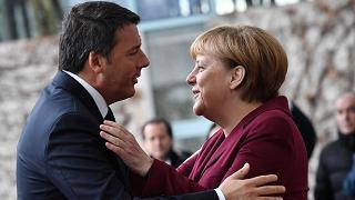 """Referendum. Merkel: """"sono dispiaciuta. Ho lavorato molto bene con Matteo"""""""