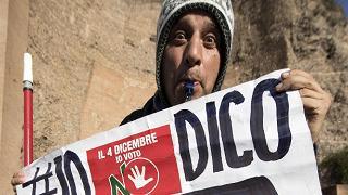 """Referendum, movimenti e studenti in piazza a Roma per dire 'No': """"Sul nostro futuro decidiamo noi"""""""