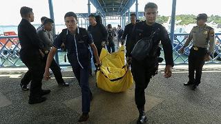 Indonesia, l'aereo scomparso ieri dai radar si è schiantato in mare