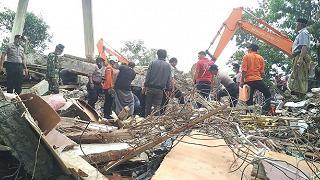 Sisma devasta Sumatra, numero vittime sale drammaticamente