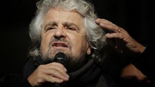 """Grillo elogia il protezionismo e invoca l'uomo forte.""""Ue disastro"""""""