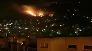 Ancora in fiamme le alture di Genova: 300 sfollati a Pegli