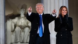 """Trump: """"Il viaggio è iniziato nessuno sarà più lasciato solo"""""""
