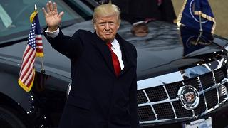 La prima di Trump nello Studio Ovale: decreto limita l'Obamacare
