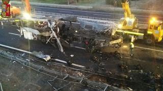 """Rogo bus ungherese, 16 studenti muoiono in una """"trappola di fuoco"""""""