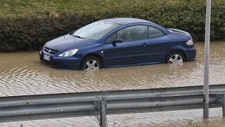Pioggia e vento flagellano la Sicilia Esonda un torrente, un morto