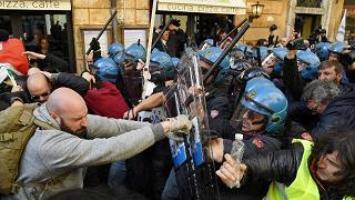 Taxi, entro 30 giorni arriva decreto Dopo i disordini sospesa la protesta