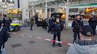 Investe con l'auto la folla a Heidelberg: 3 feriti. Catturato
