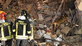 Crolla un palazzo in centro: muore una donna, grave una bimba