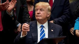 "Trump firma decreto clima, finisce ""guerra a carbone"""