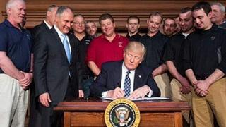 """La nuova era di Trump """"La guerra al carbone è finita"""""""