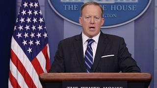 Si dimette il portavoce di Trump addio con polemica per Spicer