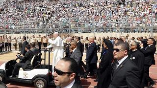 """Il Papa incontra il clero:  """"Siate la luce della società"""""""