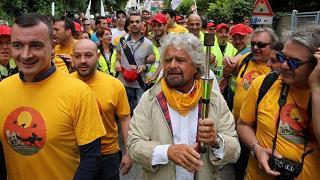 "Grillo: ""Chi sceglie Obama e chi Mangano, noi San Francesco"""