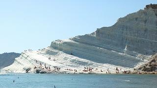 Scala dei Turchi, masso si stacca da parete rocciosa e ferisce turista