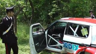 Rally: auto esce di strada e travolge una famiglia, morto un bambino