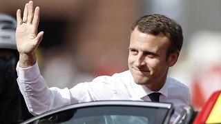 Crolla la popolarità di Macron  Meno dieci punti in un mese