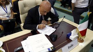 Minniti: Ue e Africa gestiscano flussi Mattarella: risposte non battute
