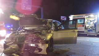 Ubriaco al volante tampona auto Muore una 20enne, ferita la madre