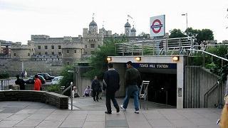 Londra, esplosione in metro Panico ma non è terrorismo
