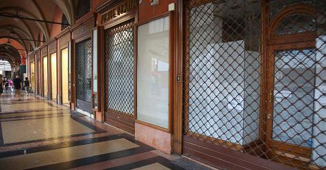 Di Maio: domeniche a turno, aperto 25% dei negozi. Lega: no allo stop nelle città turistiche – Rai News