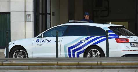 Bruxelles, la polizia spara su auto che non si ferma al posto di blocco. Rischio esplosivo a bordo – Rai News