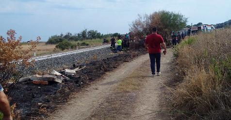 Treno investe famiglia che attraversa i binari: morti 2 bambini, grave la madre – Rai News