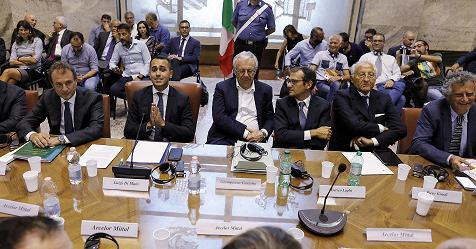 Ilva: al Mise siglato l'accordo tra sindacati e ArcelorMittal, subito 10.700 assunzioni – Rai News