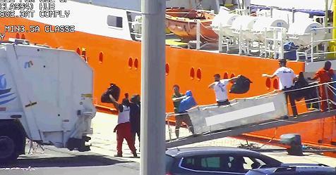 Scarico di rifiuti pericolosi, disposto il sequestro della nave Aquarius. Msf: faremo ricorso – Rai News