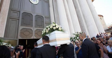 """I funerali di Nadia Toffa, Don Patricello: """"Eri dalla parte dei deboli ..."""