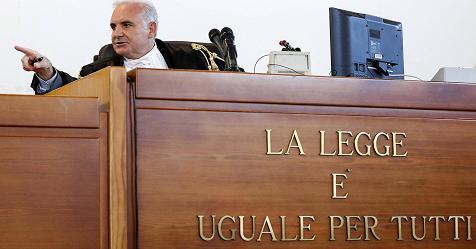 Processo Cucchi: 12 anni ai carabinieri responsabili del pestaggio