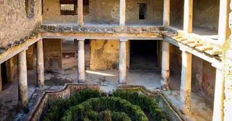 """Riapre dopo 40 anni la """"Casa degli amanti"""" a Pompei"""