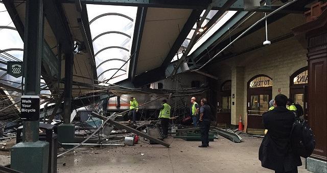 New Jersey, treno si schianta in stazione almeno un morto, circa cento i feriti