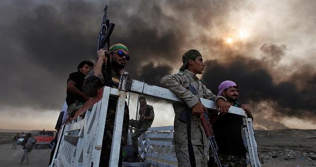 Iraq, la battaglia per Mosul L'Isis brucia i pozzi di petrolio