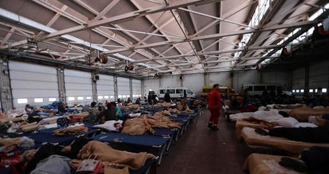 La terra continua a tremare  La lunga notte degli sfollati